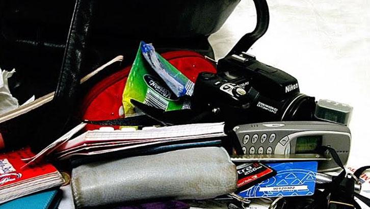 Mit rejt a táskád? lánybúcsú játék és feladat